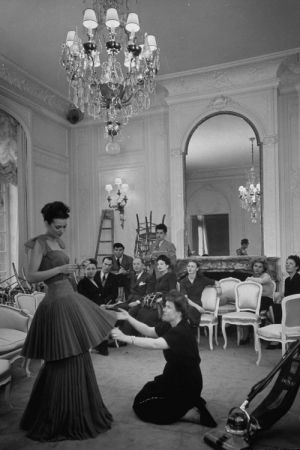 Throwback the history of haute couture servilles for Haute couture history